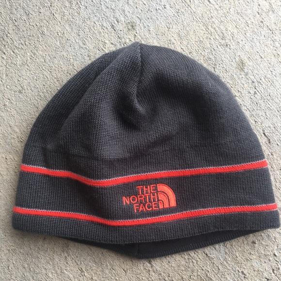 e8c02f0bc The North Face • Gray Red Stripe Beanie Hat
